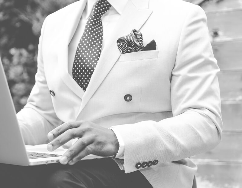 4 Tips to Help You Rock Your White Suit in Style-featured